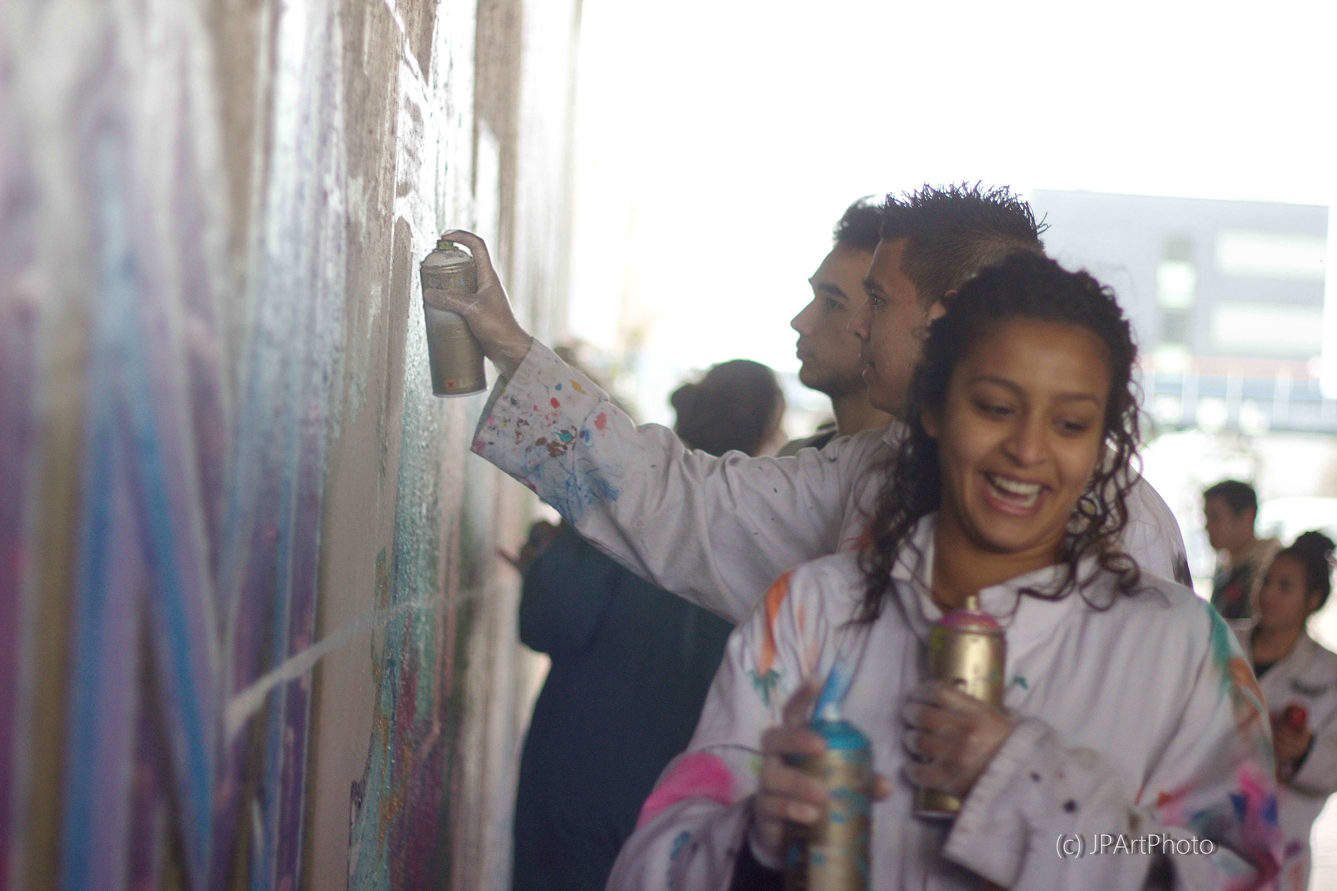 Creatief met graffiti onder een verlaten brug - Janneke Pater